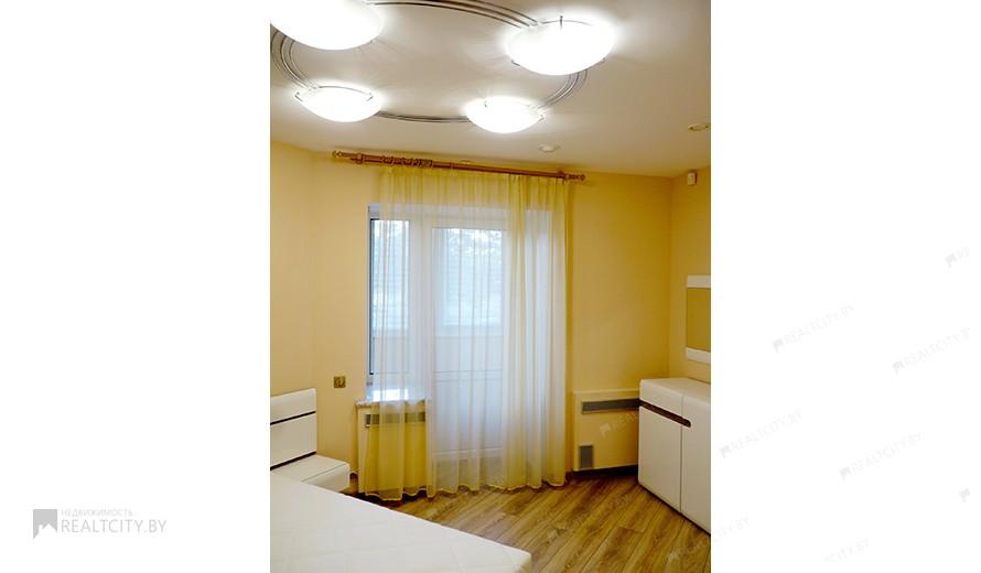 Жилой фонд 4-х комнатные Аренда